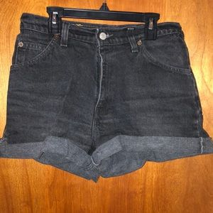 Vintage Levi's Relaxed Fit Black Jean Short Size 6